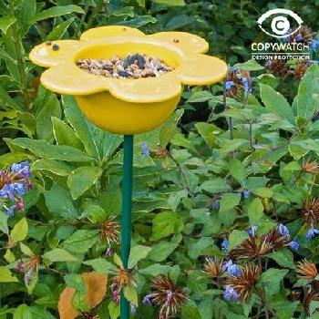 Ptačí krmítko na zem květina žlutá