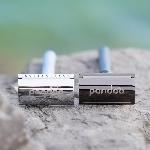 Pandoo Kovový holicí strojek se stojanem a 10 ks žiletek stříbrný